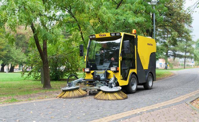 Уборка дворов – дело техники
